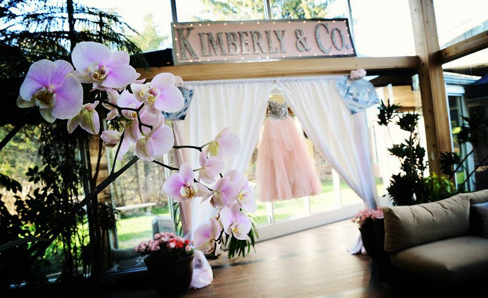 decor and dress at Flowerfield