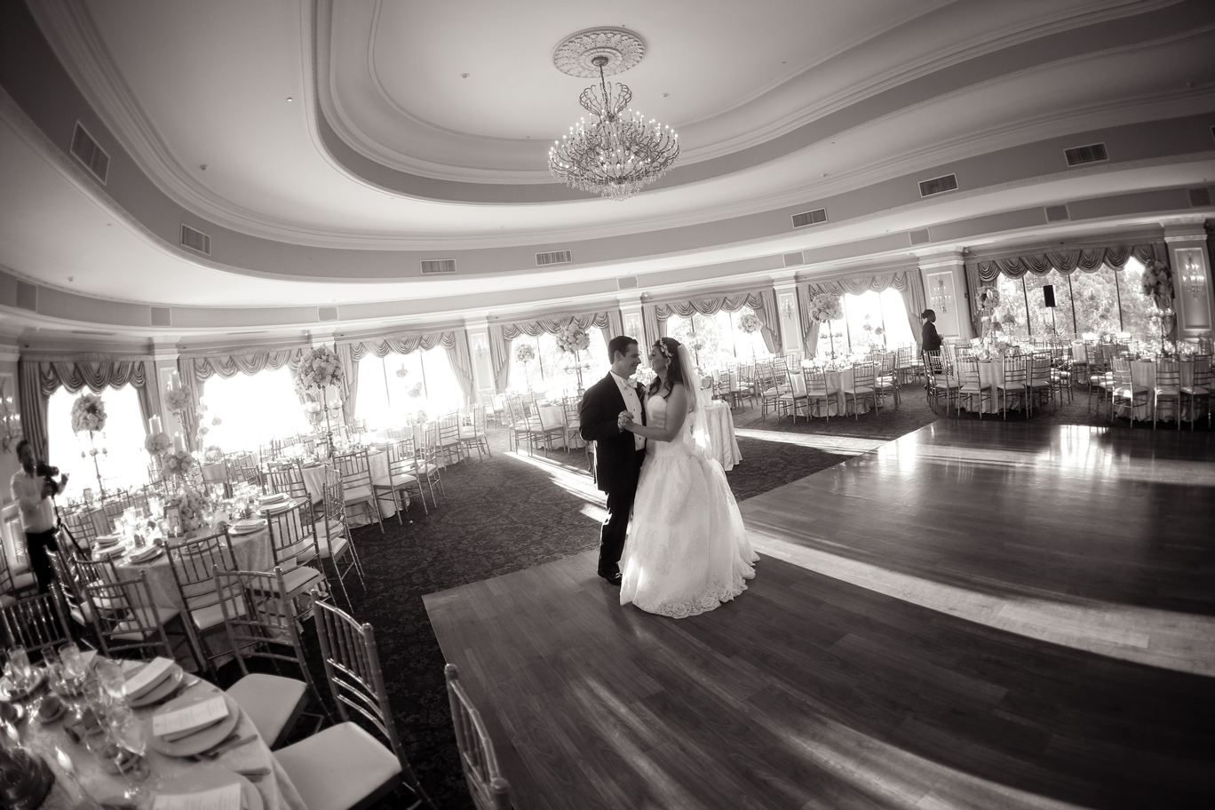 oheka ballroom black and white bride and groom