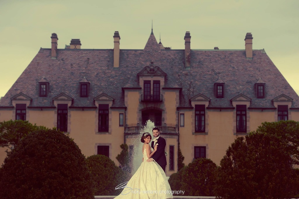 oheka, bride and groom, castle background (2)