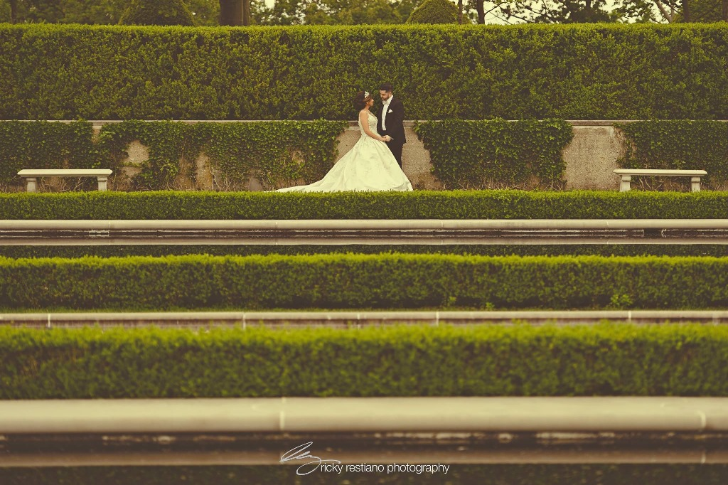 oheka, bride and groom from distance