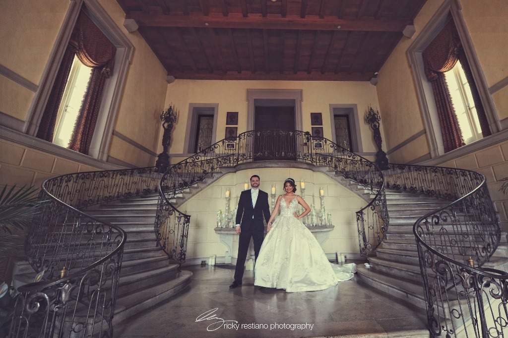 oheka, bride and groom, stairs
