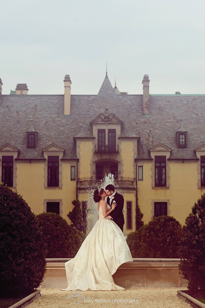 oheka, bride and groom with castle background