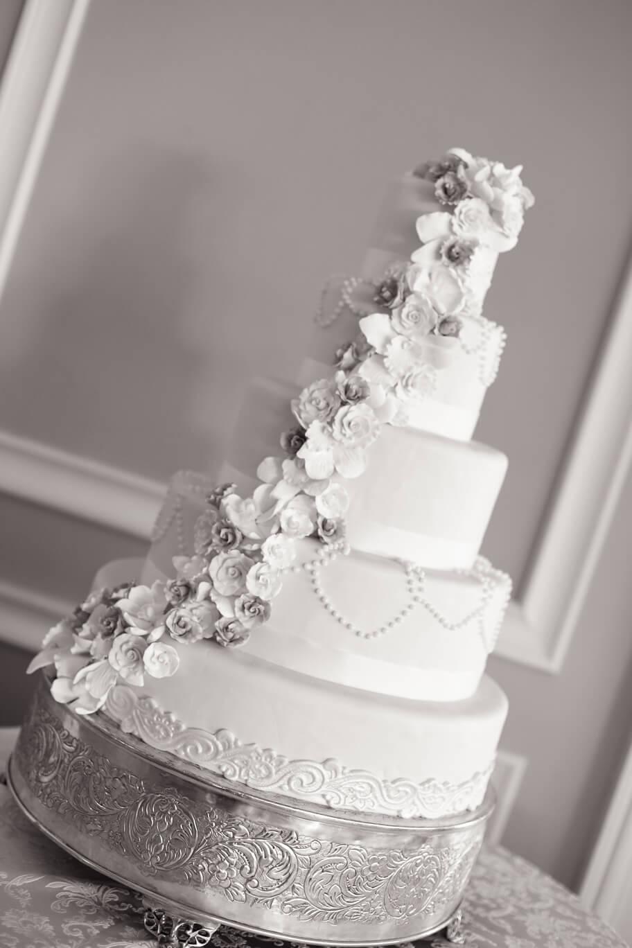 cake oheka clack and white
